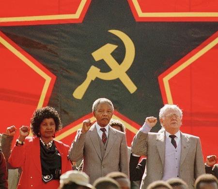 Уинни и Нельсон Мандела с марксистским евреем, Джо Шлово.