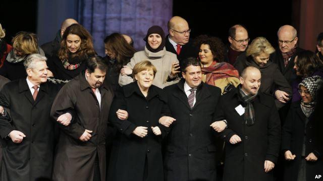 Мы пойдем на все, чтобы победить нетолерантность - так жидовка Меркель оплакивает Парижские жертвы
